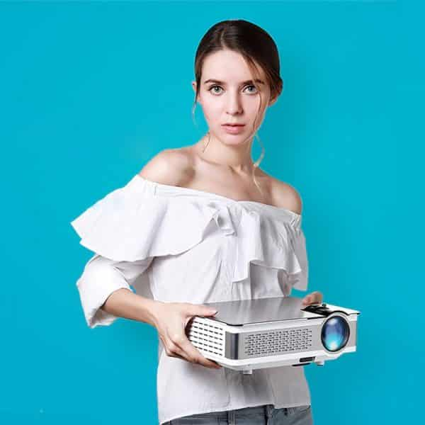 AUN AKEY 5 Multimedia Projector in Hand